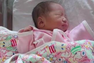 40岁上海靓妞四年前的冻卵靠美国试管婴儿顺利当妈